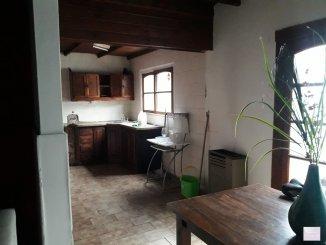 Casas en Venta en Tandil - Planta baja: Cocina-comedor, ba�o, habitaci�n, lavadero-deposito, patio de cemento Planta alta: 2 habitaciones, ba�o