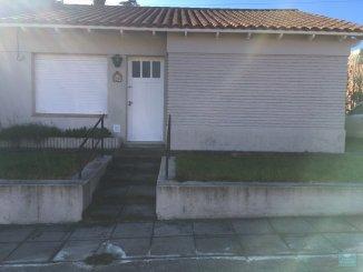 Casas en Venta en Tandil - LIVING, COCINA, 3 HABITACIONES CON PISO DE PARQUET, BA�O, PATIO VERDE CON PARRILLA, ENTRADA PARA AUTO.